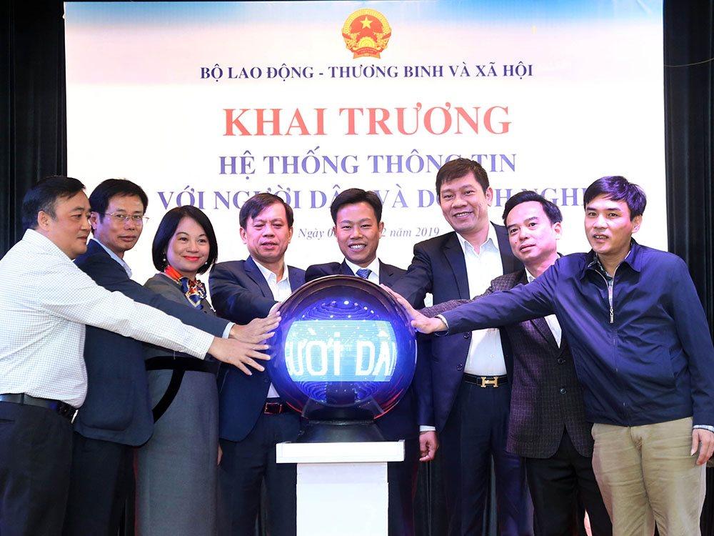 Khai trương hệ thống thông tin kết nối với người dân và doanh nghiệp, Bộ LĐTB&XH muốn nâng chất lượng phục vụ   Khai trương hệ thống thông tin kết nối Bộ LĐTB&XH với người dân, doanh nghiệp