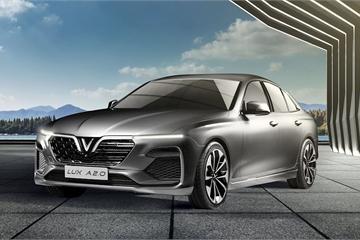 Tỷ phú Phạm Nhật Vượng  tặng ô tô VinFast Lux A trị giá 1,35 tỷ đồng cho HLV Mai Đức Chung