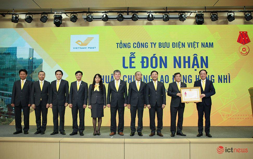30 tỉnh, thành phố đã chuyển bộ phận một cửa các cấp sang Bưu điện | Tổng lợi nhuận VietnamPost năm 2019 tăng trưởng trên 20% | Thứ trưởng Phạm Anh Tuấn: Vietnam Post phải tiếp tục tham gia sâu vào triển khai Chính phủ điện tử
