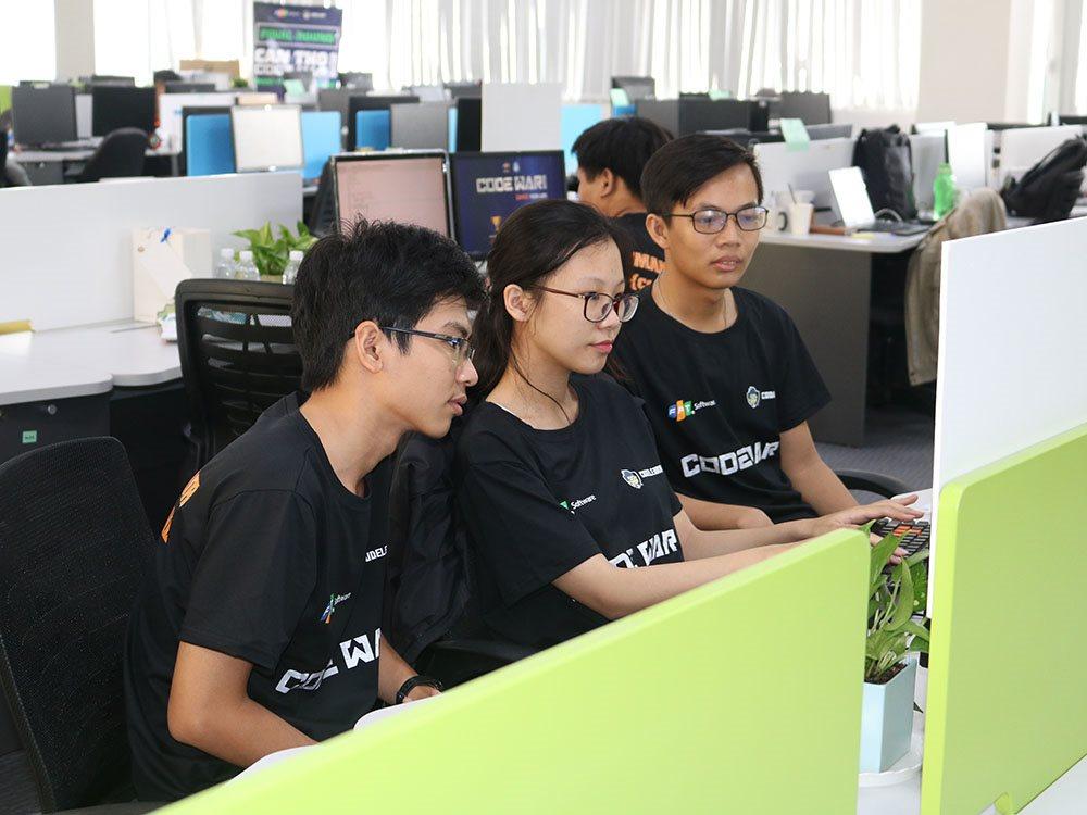 Ba học sinh THPT chiến thắng tại Code War Cần Thơ 2019 | Nhiều cơ hội phát triển ngành phần mềm mở ra với thí sinh CodeWar Cần Thơ | Lập trình viên Cần Thơ so tài trong sân chơi lập trình Code War 2019