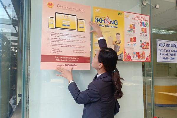 Người dân, doanh nghiệp ở nông thôn được hỗ trợ nộp hồ sơ trên Cổng dịch vụ công quốc gia