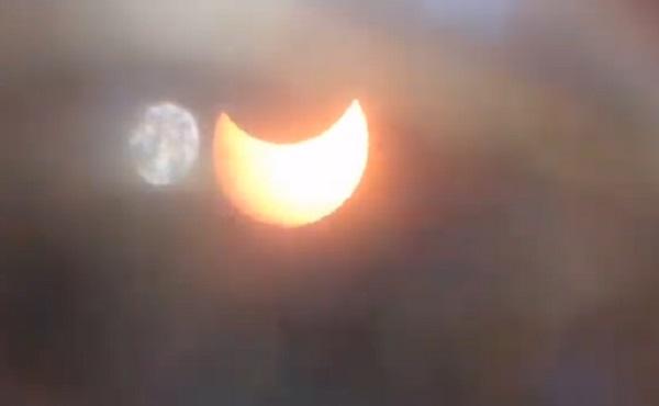 Hình ảnh nhật thực hình khuyên sáng nay tại TP.HCM
