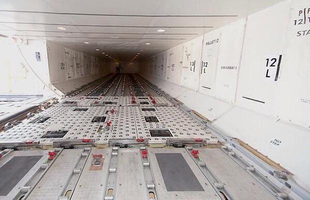 Những bức ảnh về các khu vực bí mật trên máy bay mà du khách không được phép bén mảng tới bao giờ - Ảnh 4.