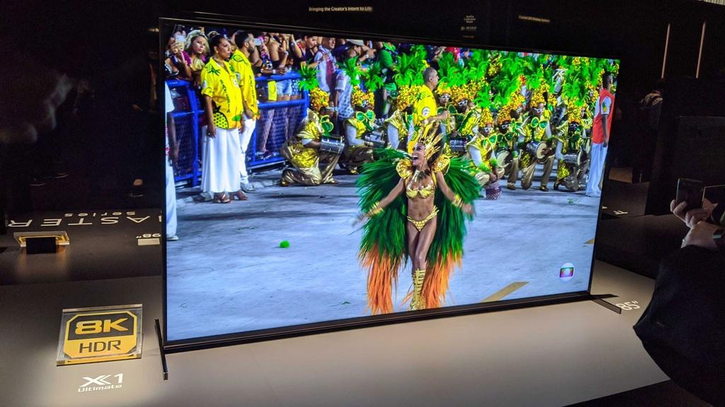 Tai sao mua TV 8K bay gio la phi tien? hinh anh 2 Z10810012020.jpg
