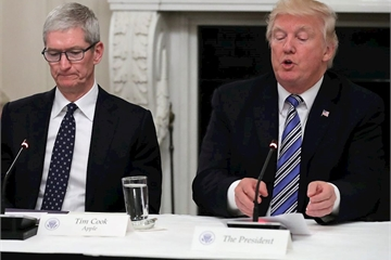 Trump tức giận vì Apple tới mức phải CAPLOCKS liên tục khi tweet về công ty này