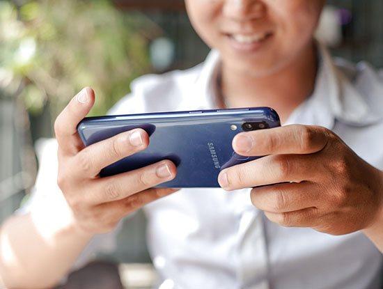 3 bí quyết xem phim vừa mượt vừa tiết kiệm data trên điện thoại | 3 mẹo giúp người dùng tiết kiệm data khi xem phim trên smartphone dịp Tết | Những mẹo tiết kiệm data khi xem video trên điện thoại