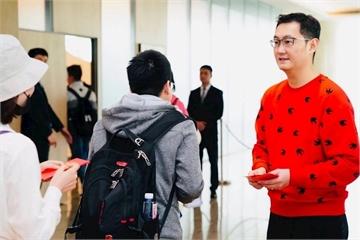 Virus viêm phổi lạ hoành hành, ông chủ Tencent hủy luôn truyền thống phát lì xì cho nhân viên