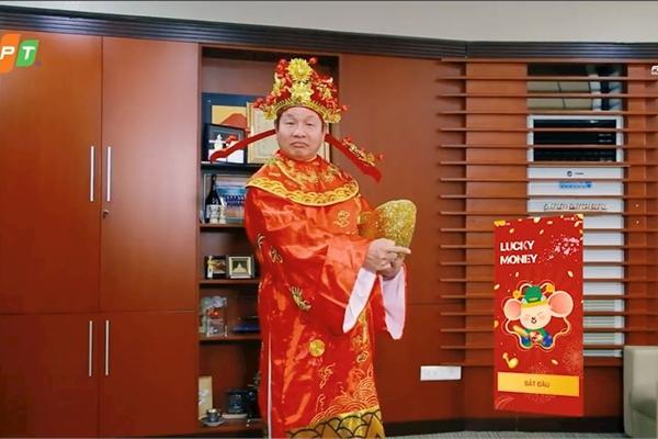 Chủ tịch Trương Gia Bình bất ngờ xuất hiện trong vai thần tài quảng bá cho dịch vụ mới của FPT