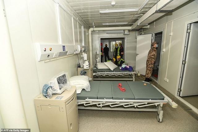 Bên trong bệnh viện dã chiến được Trung Quốc xây thần tốc trong 10 ngày để đối phó virus Vũ Hán - Ảnh 6.