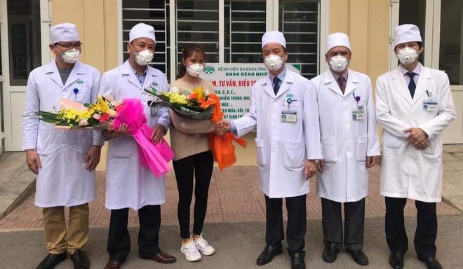 Benh nhan thu 10 nhiem virus corona tai Viet Nam hinh anh 2 ra_vien.jpg