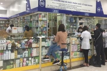 """Làm rõ hiện tượng """"không bán khẩu trang, nước rửa tay, xin miễn hỏi"""" tại chợ thuốc Hapulico"""