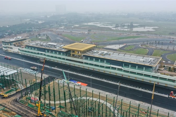 Mục sở thị trong công trường đường đua F1 Hà Nội sắp hoàn thiện, sẵn sàng khởi tranh vào tháng 4