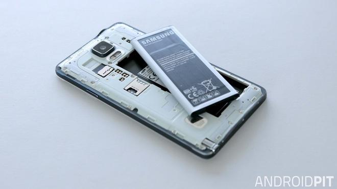 Apple co the se phai thiet ke lai iPhone vi luat moi cua EU hinh anh 1 Galaxy_Note_4.jpg