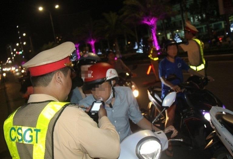 Phạt nặng người đàn ông lên Facebook xúc phạm cảnh sát giao thông