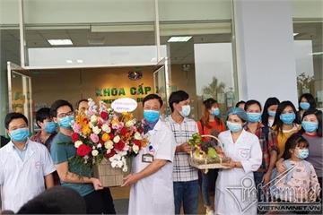 30 người Việt từ tâm dịch Vũ Hán được về nhà sau 21 ngày cách ly