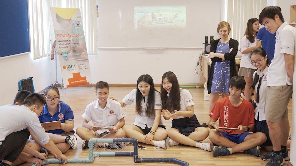 Hơn 1.100 học sinh Việt Nam được trải nghiệm viết code thực tế nhờ sáng kiến CODE4Schools | CODE4Schools tạo cơ hội cho học sinh Việt Nam được trải nghiệm viết code thực tế