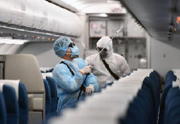 Bác sĩ nói gì về 'đi chung máy bay với người nhiễm Covid – 19'?