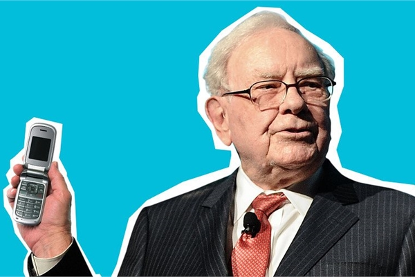 Cuối cùng cũng đến ngày Warren Buffett bỏ chiếc điện thoại Samsung rẻ tiền sang dùng iPhone