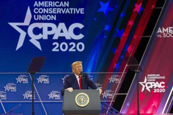 Ông Trump dự hội nghị có người nhiễm Covid-19