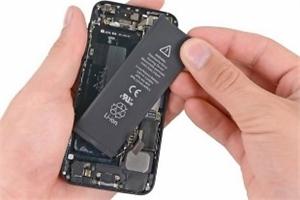 Châu Âu sắp yêu cầu Apple, Samsung thiết kế lại smartphone để người dùng tự thay pin ở nhà