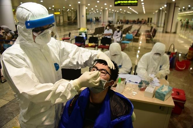 700 sinh viên, 280 y bác sĩ về hưu tình nguyện tham gia chống dịch