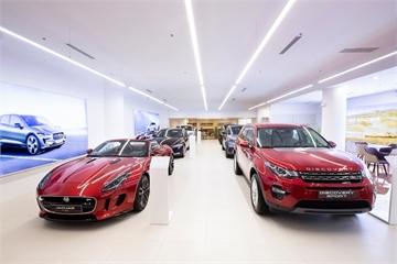 """""""Đột nhập""""vào trung tâm trưng bày dàn xe tiền tỷ của Jaguar Land Rover ở TP.HCM"""