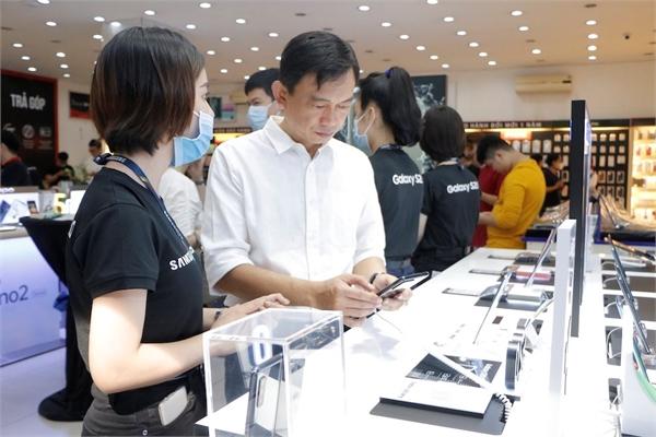 Người Việt vẫn thích mua smartphone đắt tiền