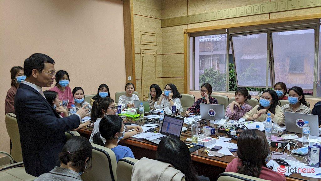 Việt Nam cần tận dụng triệt để công nghệ trong phòng chống dịch Covid-19 | Tận dụng công nghệ triệt để hơn nữa để phòng chống dịch Covid-19
