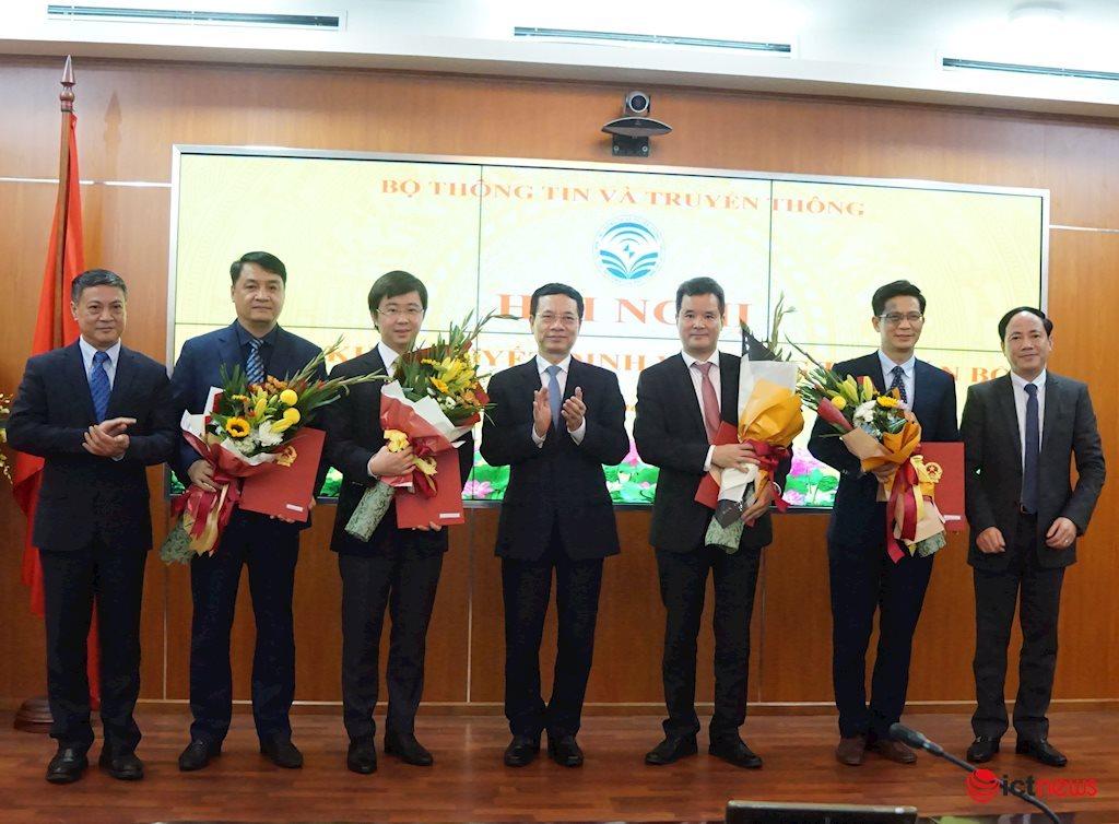 Ông Lê Ngọc Đức làm Chủ tịch Hội đồng quản lý Trung tâm Internet Việt Nam   Thành lập Hội đồng quản lý của Trung tâm Internet Việt Nam thuộc Bộ TT&TT