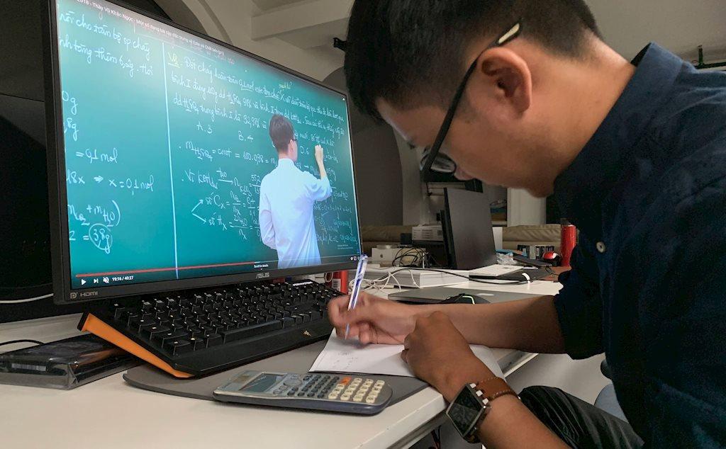 Cách dạy và học trực tuyến hiệu quả | Tiến sĩ Quách Tuấn Ngọc: Bài giảng trực tuyến quá 40 phút, người học không nên mở