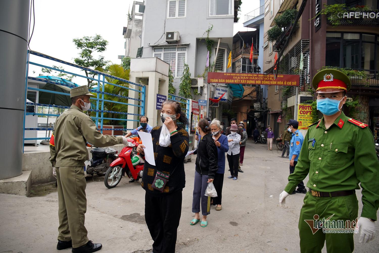 'ATM gạo' thông minh ở Hà Nội nhận diện hàng trăm khuôn mặt người tới nhận