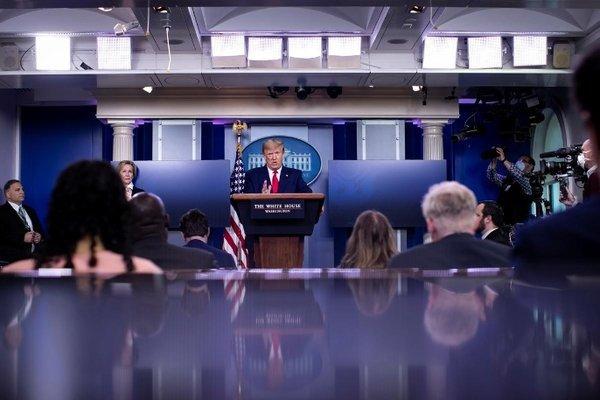 Ông Trump cảnh báo TQ sẽ 'gánh hậu quả' vì Covid-19