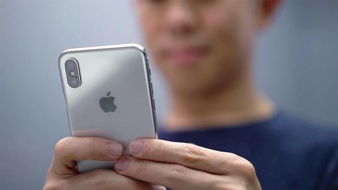 iPhone X 'bypass' gia 4,5 trieu tai Viet Nam hinh anh 1 gadgetmatch_iphone_x_unboxing_20171031_23.jpg