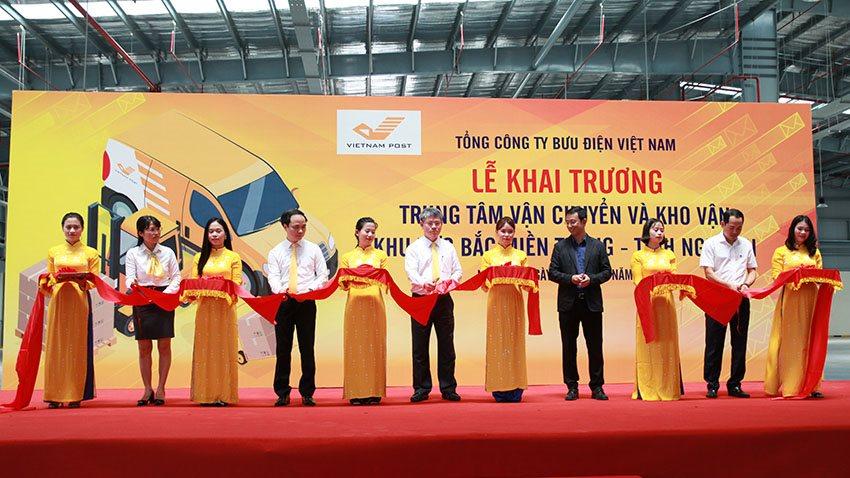 VietnamPost ứng dụng công nghệ mới trong khai thác hàng tại khu vực Bắc miền Trung | Trung tâm kho vận mới của VietnamPost sẽ giúp giảm 50% chi phí nhân công