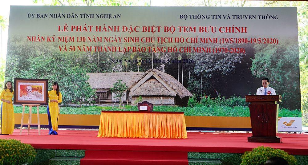 Thủ tướng ký phát hành bộ tem Kỉ niệm 130 năm ngày sinh Chủ tịch Hồ Chí Minh