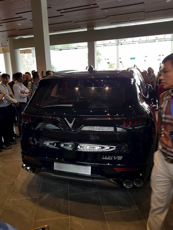 VinFast bất ngờ đưa xe SUV Lux V8 về Việt Nam - ảnh 4