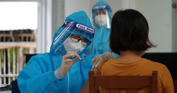 Cách chức Giám đốc Trung tâm y tế TP. Trà Vinh vì tiêm vắc xin sai đối tượng