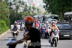Hanoians struggling to survive in blazing heat