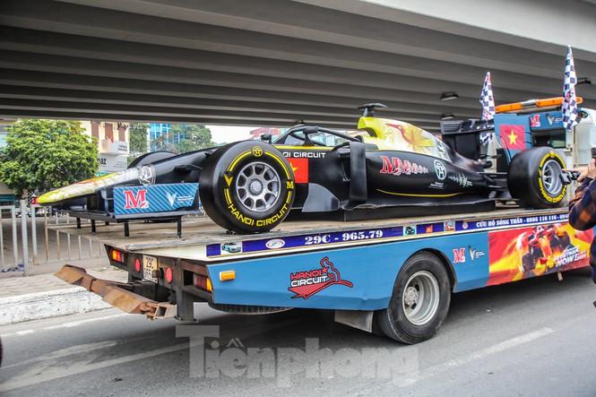 Cận cảnh xe đua F1 diễu hành trên đường phố thủ đô - ảnh 4