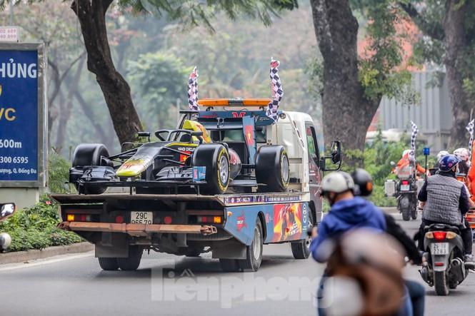 Cận cảnh xe đua F1 diễu hành trên đường phố thủ đô - ảnh 5