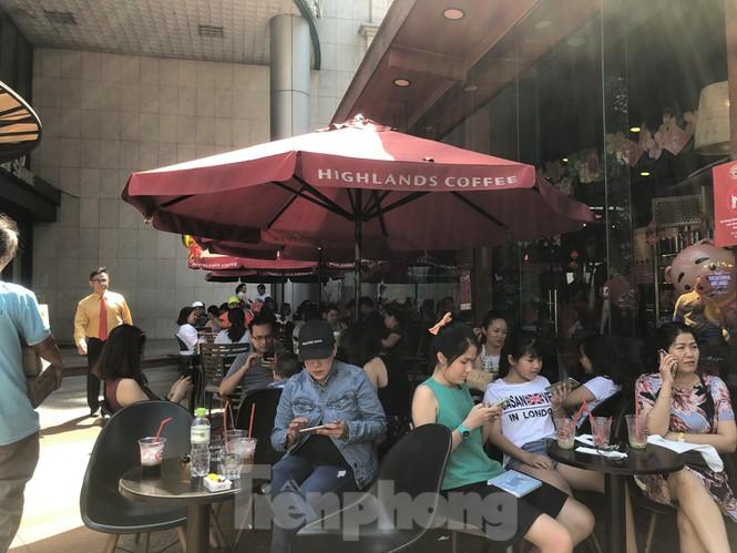"""Cà phê, quán ăn ở TPHCM """"nhảy giá"""" đuổi không hết khách - ảnh 7"""