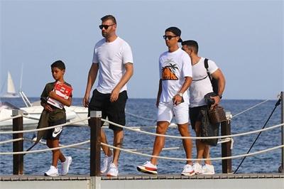 Cristiano Ronaldo chi 1,3 triệu bảng mua biệt thự tuyệt đẹp nhìn ra biển