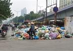 Công nhân 'đình công' vì bị nợ lương, rác thải ngập phố Thủ đô