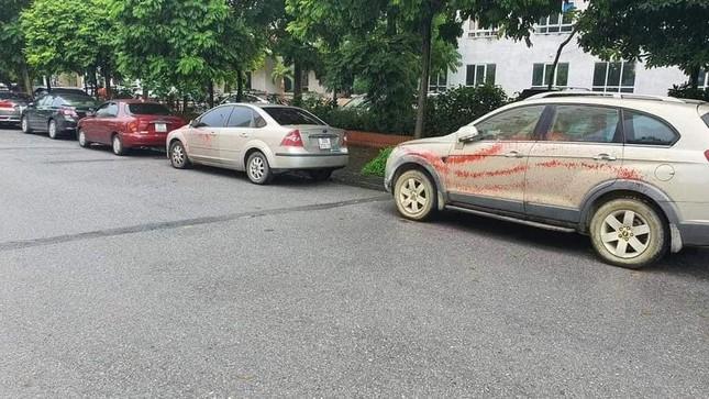 Hà Nội: Hơn chục ô tô bị tạt sơn ở khu đô thị Trung Văn ảnh 2