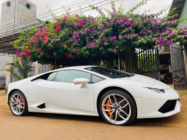Xôn xao vụ 9X phố núi tậu Lamborghini: 'Phấn đấu năm sau mua thêm siêu xe Ferrari' ảnh 4
