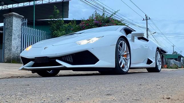 Xôn xao vụ 9X phố núi tậu Lamborghini: 'Phấn đấu năm sau mua thêm siêu xe Ferrari' ảnh 2