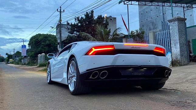 Xôn xao vụ 9X phố núi tậu Lamborghini: 'Phấn đấu năm sau mua thêm siêu xe Ferrari' ảnh 3