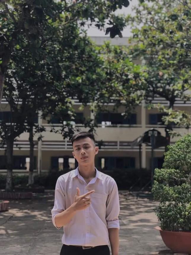 Từ 'chàng shipper quán nước' đến thủ khoa khối C00 tỉnh Bình Thuận ảnh 1
