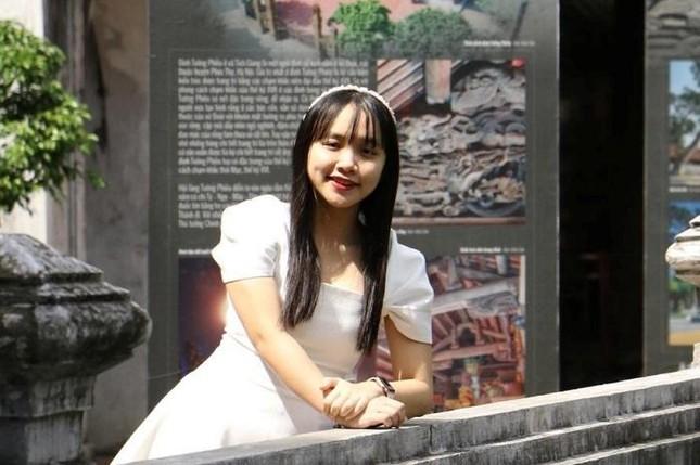 Nữ sinh 10X Phú Yên thành thạo 5 ngoại ngữ ảnh 1