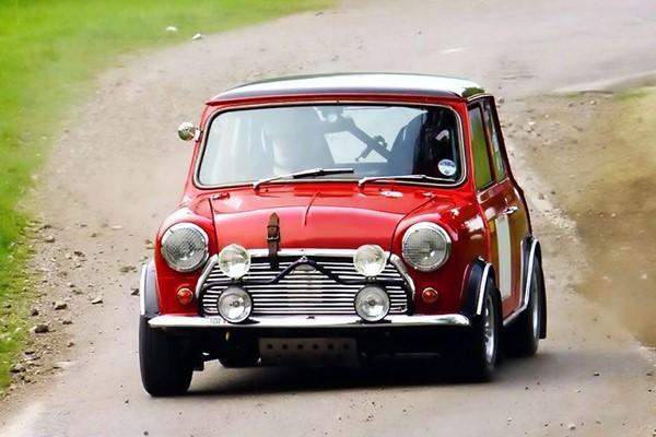 Tái hiện Mini Cooper phong cách Mr Bean tại Bến Tre ảnh 2